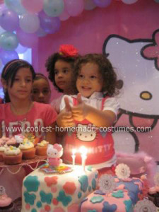 bonnies-pink-and-white-hello-kitty-3rd-birthday-21416148.jpg