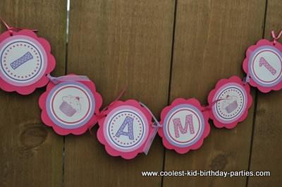 coolest-cupcake-theme-1st-birthday-party-21397654.jpg